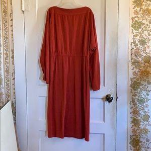 Dresses & Skirts - Burnt orange midi-dress.